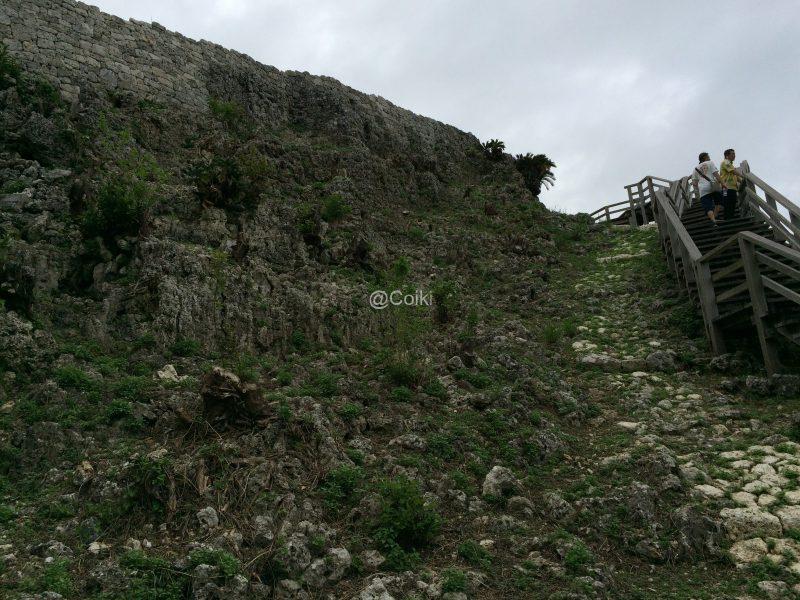 玉城城の階段