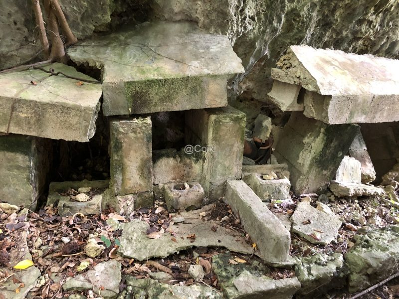 イビ岩下にある拝所