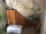 白銀堂の岩穴